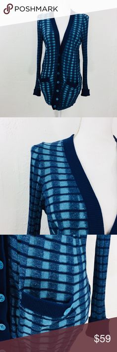 Marc by Marc Jacobs Aruba Blue Melange Cardigan In excellent condition! Double Collar Mini shoulder pad Armpit to armpit is 22 inches Length is 31 inches Sleeve is 20 inches Navy and Blue 100% Cotton Please check measurements carefully to ensure proper fit. All items are shipped within 24 hours except on Sundays. Thank you for supporting my small business. F10-3-6/18/3 Marc By Marc Jacobs Sweaters Cardigans