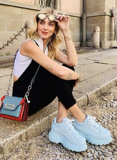 5 Best Summer 2019 Makeup Trends You Need To know. Blue Sneakers Outfit, Dress With Sneakers, Sneakers Fashion, Fashion Shoes, Fashion Outfits, Spice Girls, Buffalo Shoes, London Outfit, London Fashion