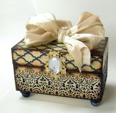 Trinket Box, totally love it except the jewel in the center