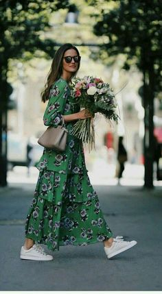 Street Style : Tiered maxi dress with white sneakers Idée et inspiration street style tendance 2017 Image Description Tiered maxi dress with white sneakers Adrette Outfits, Fashion Outfits, Womens Fashion, Fashion Ideas, Sneakers Fashion, Ladies Fashion, Woman Outfits, Maxi Dress Outfits, Boho Dress