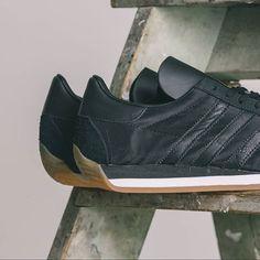 best service 15309 fcb78 adidas Originals Country OG Adidas Runners, Adidas Country, Green Stripes,  Adidas Originals,