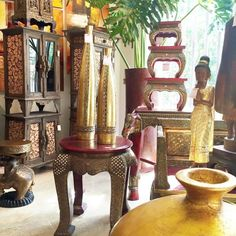 Asia es un continente con una inmensa  riqueza cultural ancestral, en BENARES DECORACIÓN traemos hasta sus manos artículos decorativos y muebles exclusivos, elaborados por manos artesanas que cuentan su historia y usted podrá descubrir.  Visítanos en nuestras Tiendas BENARES ASIÁTICA.