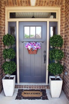 42 Beautiful Spring Porch Decor You Must Have - Home Design and Decor Front Door Entrance, Entrance Decor, Front Door Decor, Entryway Decor, Rustic Entryway, Front Doors, Front Stoop, Door Entry, Front Entry