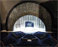 2010 Oscar Stage Dazzles With a Gorgeous Swarovski Crystal Curtain