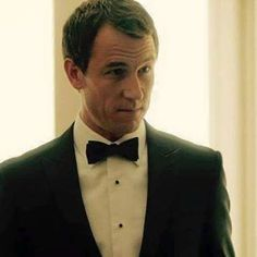 Niiiice omg... He's a gentleman and I looove it!!! #tobiasmenzies