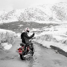 Scaling the second highest motorable pass in the world Native Brand, Leh Ladakh, Gopro Hero 3, Royal Enfield, Incredible India, Places Around The World, Photo Shoot, Bullet, Two By Two