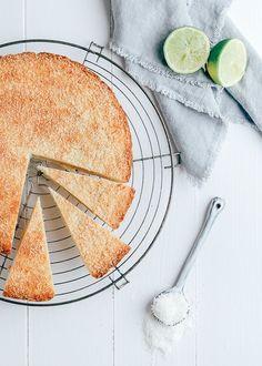 Heb jij wel eens een boterkoek met kokos gemaakt? Het recept is echt supermakkelijk en het resultaat is waanzinnig lekker.