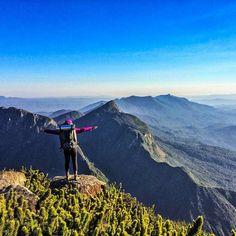 A foto da semana é da @steffenlaura curtindo a vista do cume do...