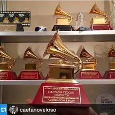 RT @caetanoveloso: Chegou na @unsproducoes o troféu @LatinGRAMMYs que Caetano venceu na... http://fb.me/7fOps6lN9
