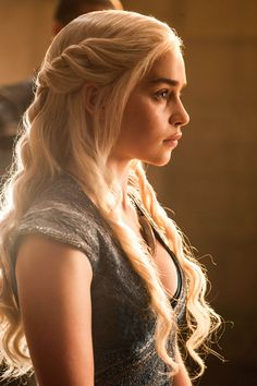 Game of Thrones Emilia Clarke Daenerys Targaryen. Season 4 Love her hair, and costumes♥ Also shes pr Emelia Clarke, Coiffure Hair, Medieval Hairstyles, Game Of Throne Daenerys, Mother Of Dragons, Love Hair, Pretty Hair, Prom Hair, Wedding Hairstyles
