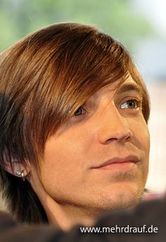 sallyamongpoison:  emo-time:  Alex Band (:  The floating head freaks me out a little, but he's just so sweet that I can't help but love him.