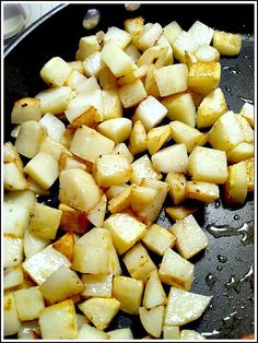 """""""How to make really good fried potatoes"""" --I pre-cooked the potatoes 5 min, then when frying I added diced bell pepper and onions half way through, cooking until potatoes were a med. Season w/ SDC creole seasoning (*Made several times*) Home Fried Potatoes, Fried Potatoes Recipe, How To Cook Potatoes, Fried Breakfast Potatoes, Skillet Potatoes, Crispy Potatoes, Potato Dishes, Potato Recipes, Food Dishes"""