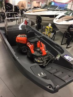 If you love to work with your hands, have basic carpentry skills and love the water, you should consider building your own boat. Building your own boat can save you lots of money. Mud Boats, Kayak Boats, Canoe And Kayak, Kayak Fishing, Fishing Boats, Boat Dock, Pontoon Boat, Pt Boat, Kayaks