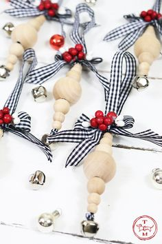 DIY Farmhouse Wood Bead Ornaments - The Cottage Market Farmhouse Christmas Ornaments, Handmade Christmas Decorations, Christmas Ornament Crafts, Christmas Wood, Holiday Crafts, Homemade Christmas, Christmas Bead Garland, Minimal Christmas, Christmas Trees