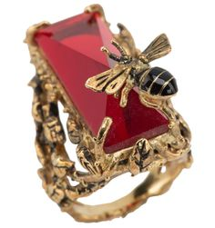 Gold plate ring w/ bumble bee and ruby by Raffine by Janny Dangerous Bee Jewelry, Insect Jewelry, Butterfly Jewelry, Animal Jewelry, Antique Jewelry, Jewellery Rings, Bee Ring, Red Accessories, Bee Art