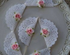 Birthday party decoration shabby chic banner for - Kindergeburtstag - Flower Garland Cumpleaños Shabby Chic, Shabby Chic Banners, Shabby Vintage, Shabby Chic Weddings, Shabby Chic Garland, Shabby Chic Cards, Shabby Chic Baby Shower, Doilies Crafts, Paper Doilies