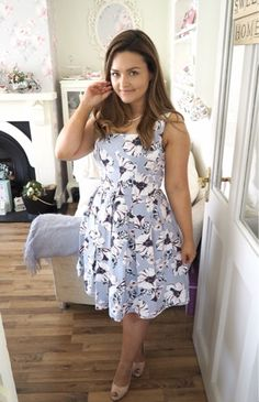 Tropica Pearls and Floral Dress by Catherine of Dainty Dress Diaries Real Women, Looking For Women, Diaries, Summer Dresses, Pearls, Floral, Pretty, How To Wear, Action