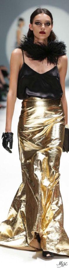 Johanna Johnson Johanna Johnson, Or Noir, Black Luxury, Shades Of Gold, Fashion Show, Fashion Design, Fashion Art, Gold Fashion, Women's Dresses