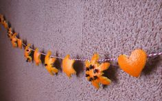 Fun holiday activity/decor: An orange peel snowflake garland' with cloves!
