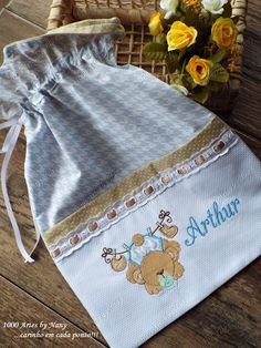 1000 Artes Designer Baby, Diy Lavender Bags, Cement Flower Pots, Baby Sewing Projects, Cross Stitch Baby, Machine Applique, Fabric Bags, Baby Design, Baby Decor