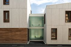 Fiber Cement Facades in Architecture: 9 Notable Housing Units / Zanon + Bourbon Architects. Bourbon, House Siding, Facade House, Facade Design, Exterior Design, Fibre Cement Cladding, Stone Siding Panels, Different Types Of Houses, Architecture Résidentielle