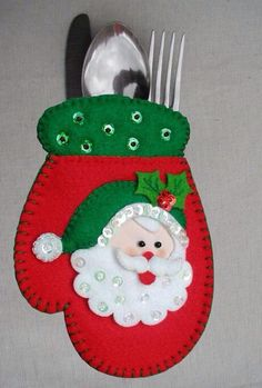 Ideas que mejoran tu vida Felt Christmas Decorations, Felt Christmas Ornaments, Christmas Items, Christmas Projects, Christmas Stockings, Christmas Holidays, Felt Crafts, Holiday Crafts, Christmas Sewing