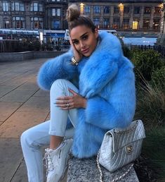 100 beautiful winter outfits standout for current fashion trends Estilo Fashion, Fashion Mode, Fur Fashion, Winter Fashion Outfits, Fashion Week, Look Fashion, Autumn Winter Fashion, Womens Fashion, Fashion Tips