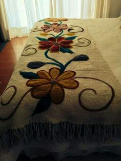 20 Color Embroidery Bed Wrap Cover and Pillow Models Mexican Embroidery, Embroidery Art, Embroidery Stitches, Embroidery Patterns, Bed Wrap, Penny Rugs, Hand Art, Wool Applique, Embroidery Techniques