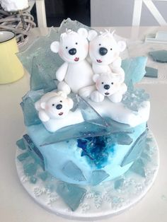 Little Frosty - Eisbärchen Torte mit Candy Rock Winter Torte, Penguin Cakes, Winter Christmas, Beautiful Cakes, Baking Recipes, Cake Toppers, Gingerbread, Projects To Try, Clay