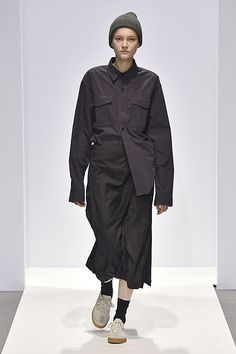 Margaret Howell Autumn Winter 2017 Show Fashion Books, Fashion Show, Fashion Design, Fashion Ideas, Minimal Fashion, Urban Fashion, Cool Street Fashion, Street Style, Unisex Clothes