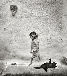 Une vie au bord du monde où se mêlent l'intemporalité et l'universalité de l'enfance. Ferronnier d'art, photographe et père de six enfants, Alain Laboile a entamé un album de famille en 2007, à l'âge de 39 ans.