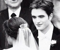 queens of twilight Kristen And Robert, Robert Pattinson And Kristen, Twilight Saga Series, Twilight Edward, The Cullen, Edward Cullen, Vampire Love, Twilight Photos, The Way He Looks