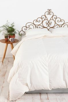 Awesome headboard. I think I am going to paint a design like this on the wall instead of buying one.
