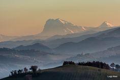 """il Gran Sasso visto da San Severino Marche - """"le trait d'union"""" tra il mio passato e il mio presente"""