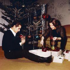 Alain Delon et Romy Schneider passent Noël sur la côte d'Azur, 1962 #histoire #cinema via @matchvintage