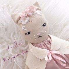 I need an new forever home ! Someone searching out to adopt and new kitty this Christmas  ?? I am an sweet darling kitten with socks and embroidered flower cape and one precious head piece ! Id love to find an New mommy this christmas season! Will It be your home ?? My designer said I am only 50€ instead of 68€ wow