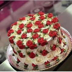 Beautiful Red and White Rose 🌹Cake. Tag your ❤️ friends. Cake Decorating Techniques, Cake Decorating Tips, Cookie Decorating, Gorgeous Cakes, Pretty Cakes, Amazing Cakes, Food Cakes, Cupcake Cakes, Butter Cupcakes