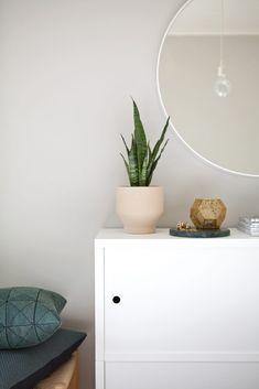 MAALATTU MAKUUHUONE+KILPAILU! | Anne Melender Wall Colors, Colours, Dream Bedroom, Floating Nightstand, Flooring, Interior, Table, Painting, Furniture
