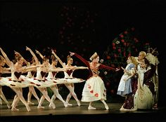I LOVE ballet shows...I would love to see this one :) Alice in Wonderland