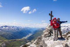 Der erste Dreitausender ist schon eine coole Pose wert Wallis, Das Hotel, Mount Everest, Pose, Mountains, Nature, Travel, Old Couples, Camels