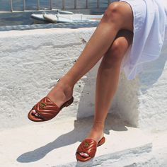 𝓣𝓱𝓮 𝓹𝓮𝓻𝓯𝓮𝓬𝓽 𝓹𝓵𝓾𝓼-𝓸𝓷𝓮 𝓯𝓸𝓻 𝓪𝓵𝓵 𝔂𝓸𝓾𝓻 𝔀𝓪𝓵𝓴𝓼 𝓽𝓱𝓲𝓼 𝓼𝓾𝓶𝓶𝓮𝓻! . . #papanikolaoushoes #camelsandals #learhersandals #sandals #ss21collection