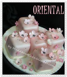 Mini Cakes with Fondant Buttercream Cake, Fondant Cakes, Cupcake Cakes, Mini Wedding Cakes, Mini Cakes, Petit Cake, Fancy Cupcakes, Little Cakes, Small Cake