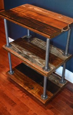ideal para aproveitamento de pernas de cama velhas Barn style wood and metal shelf