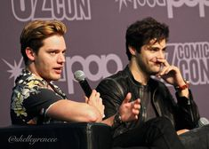 Matt and Dom's panel was brilliant. My face hurts from smiling and laughing so much! They know each other so well Alec And Jace, Shadowhunters Cast, Dominic Sherwood, Jamie Campbell Bower, Matthew Daddario, Clace, Smiles And Laughs, Shadow Hunters, The Mortal Instruments