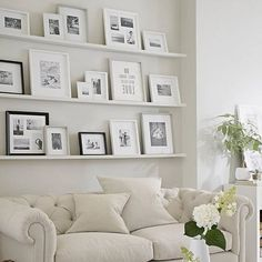 40 outstanding photo wall gallery ideas - Page 53 of 54 Photo Shelf, Picture Shelves, Interior Paint Colors For Living Room, Frames On Wall, Wall Collage, Wall Art, Inspiration Wall, Home And Deco, Elle Decor
