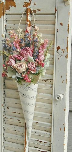 Dried Flower Arrangement with Lavender, Roses, Hydrangea, Sheet Music cone - 花 リース - Flowers Pics Dried Flower Arrangements, Dried Flowers, Paper Flowers, Dried Flower Wreaths, Flowers Dp, Creative Flower Arrangements, Tropical Flowers, Spring Flowers, Deco Floral