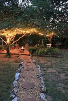 14 Creative Ideas For a Better Backyard Your house is defined by its interior as well as its exterior. Most people focus on decorating the inside of their homes and forget about their backyard. In fact, paying attention to your backyard is as important as Diy Garden, Dream Garden, Garden Landscaping, Landscaping Design, Garden Paths, Patio Design, Garden Gazebo, Landscaping Software, Country Landscaping