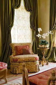 Such a luxurious room design - Hickory Chair Elegant Home Decor, Elegant Homes, Victorian Decor, Victorian Homes, Paris Appartment, Hickory Chair, Aubusson Rugs, Traditional Interior, Houses