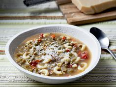 Giada De Laurentiis' easy Lentil Soup from Everyday Italian on Food Network is a perfect meal: fast, nutritious and delicious. Best Lentil Recipes, Bean Soup Recipes, Healthy Dinner Recipes, Healthy Snacks, Chickpea Recipes, Healthy Soup, Healthy Options, Giada De Laurentiis, Food Network Recipes