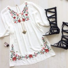 To find out about the Hibiscus Embroidered Loose Dress at SHEIN, part of our latest Dresses ready to shop online today! Stylish Dresses For Girls, Stylish Dress Designs, Simple Kurti Designs, Simple Dresses, Cute Dresses, Casual Dresses, Girls Fashion Clothes, Teen Fashion Outfits, Look Fashion